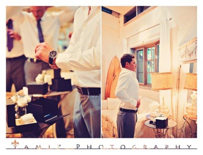 El novio eligió un traje color gris oxford para la boda - Foto Tamiz Photography