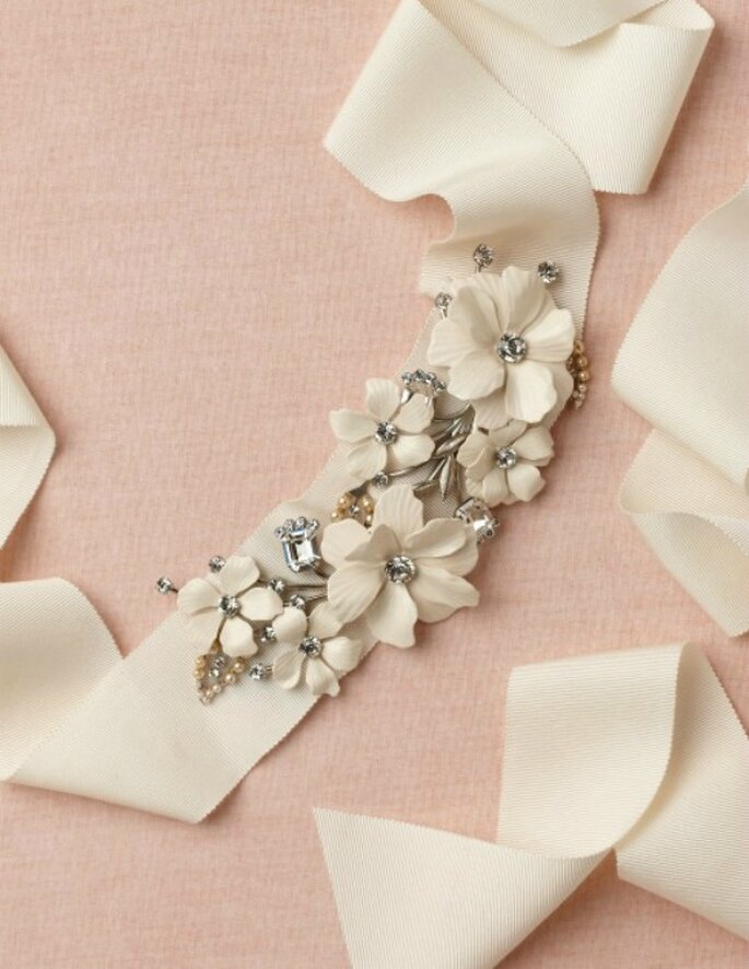 Cinturón con cristales de Swarovski y perlas. Foto: BHLDN