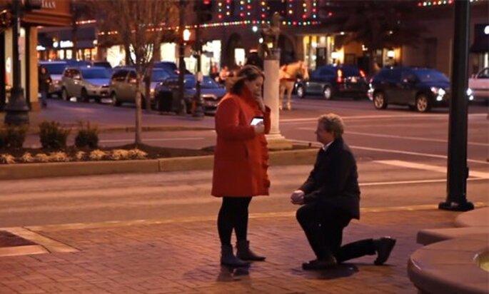 """Romántica propuesta de matrimonio usan el juego móvil """"Dots"""""""