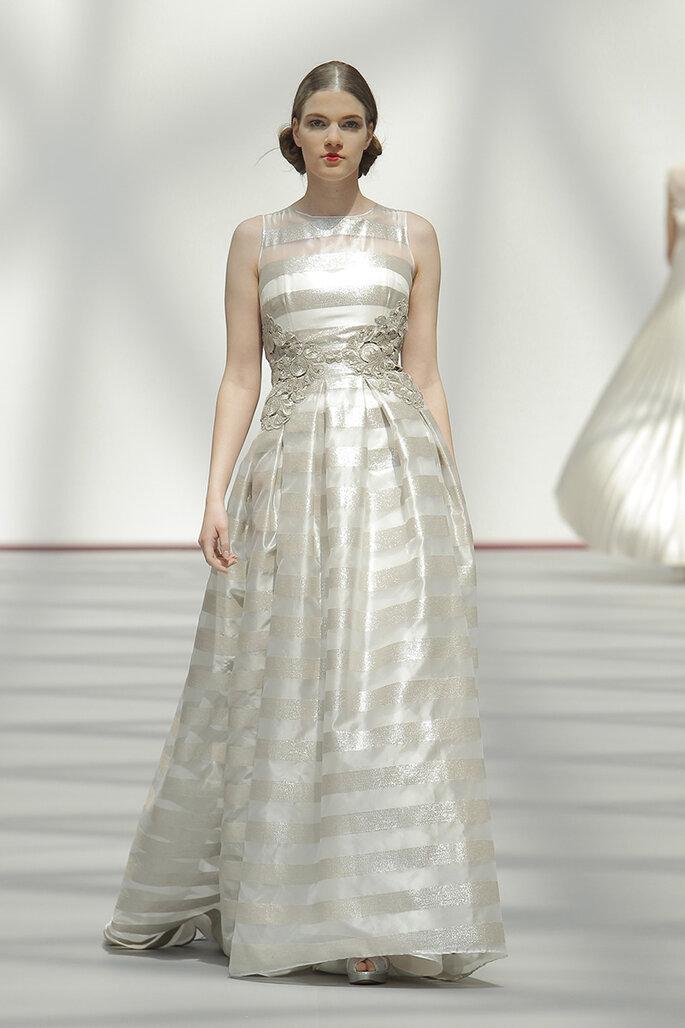 Vestido de novia en plata metalizado