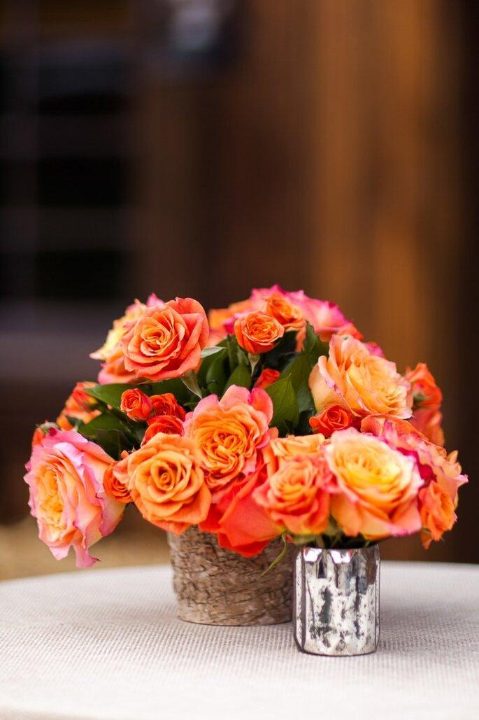 Majestuosos centros de mesas con grandes arreglos florales. Foto: Cat Mayer Studio