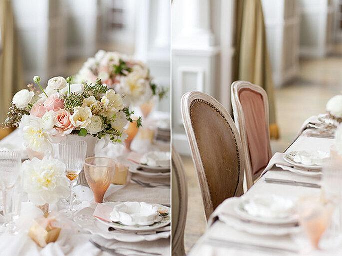 Centros de mesa con flores en tonos suaves. Foto: Merry Photography