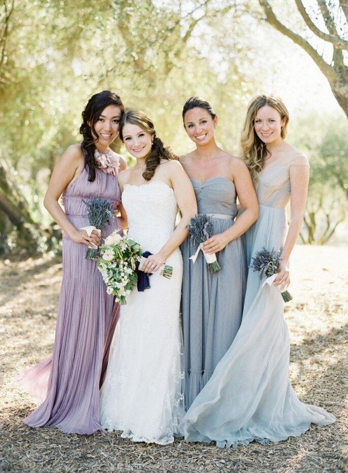 Puedes ser tan original como quieras con el color y diseño de los vestidos para tus damas - Foto Jose Villa