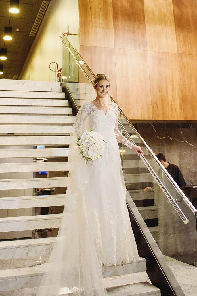 Vestido de noiva: Atelier Carol Hungria - Buquê: Atelier Edla Barros - Foto: Fabi Soares Fotografia
