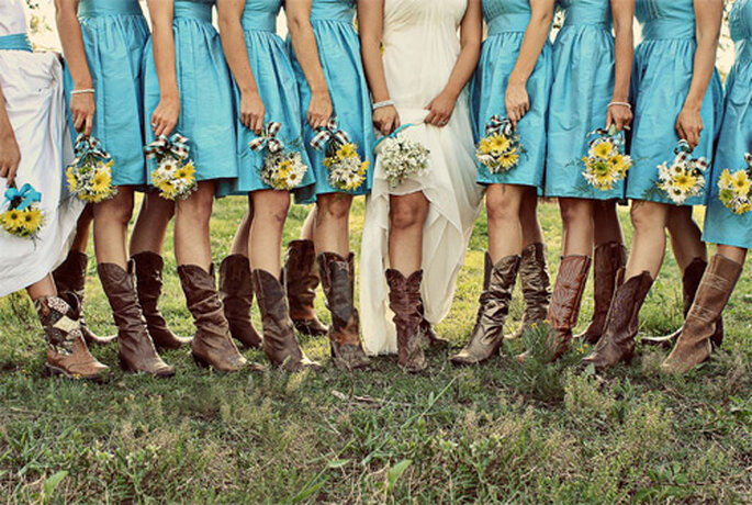 Novia y damas de honor con botas de cowboy. Foto: Make Moments