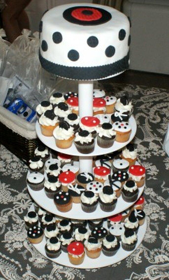 Tarta y cupcakes decorados para la boda