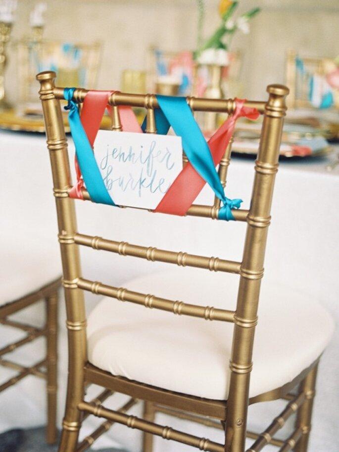 Marca las sillas con los nombres de tus invitados en acuarela - Foto Kat Braman