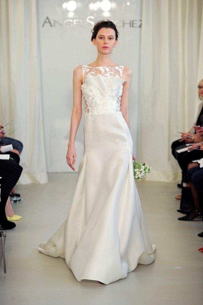 Vestido de novia 2014 en color blanco con escote estructurado y falda con caída elegante - Foto Ángel Sánchez