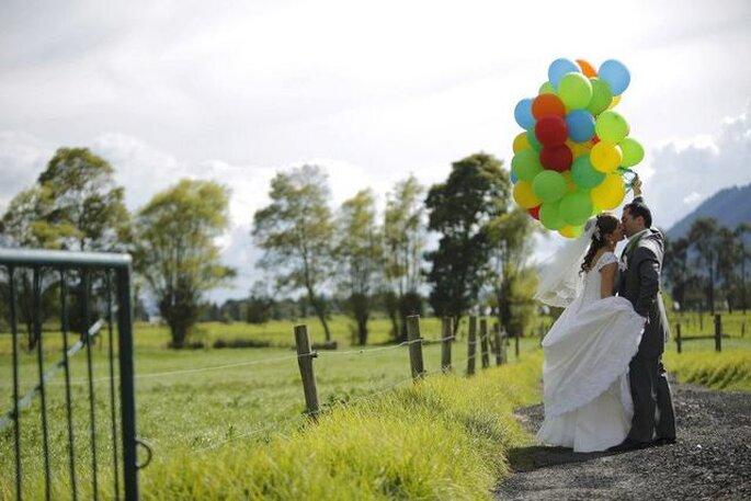 Los novios en la sesión preboda, en los alrededores de la hacienda. Foto: Artevisión Wedding Photography