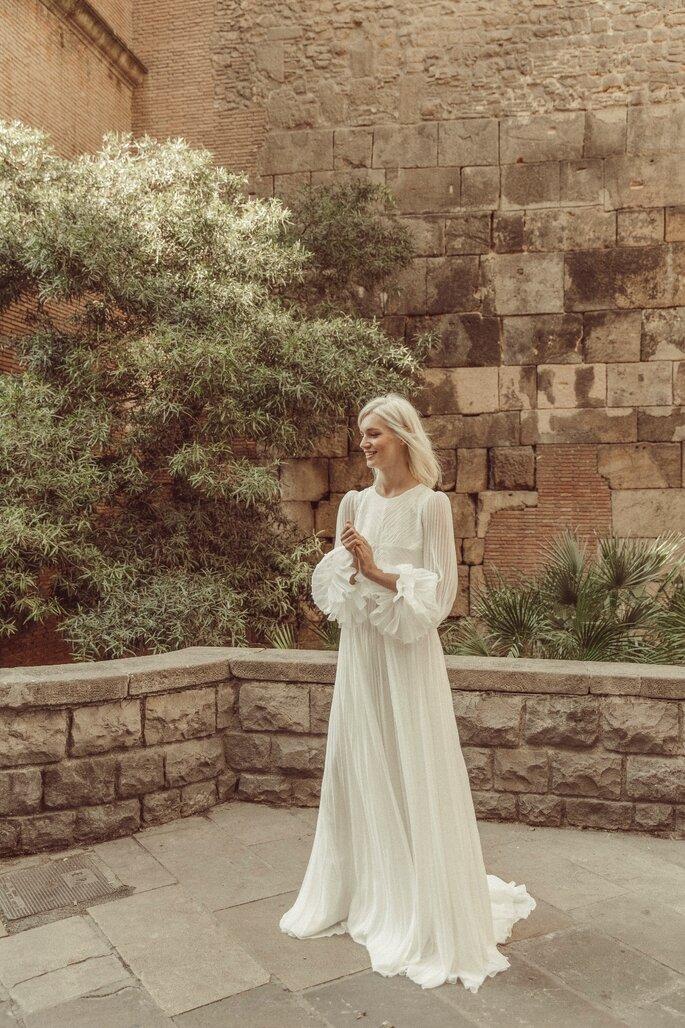 Robe de mariée longue à manches bouffantes