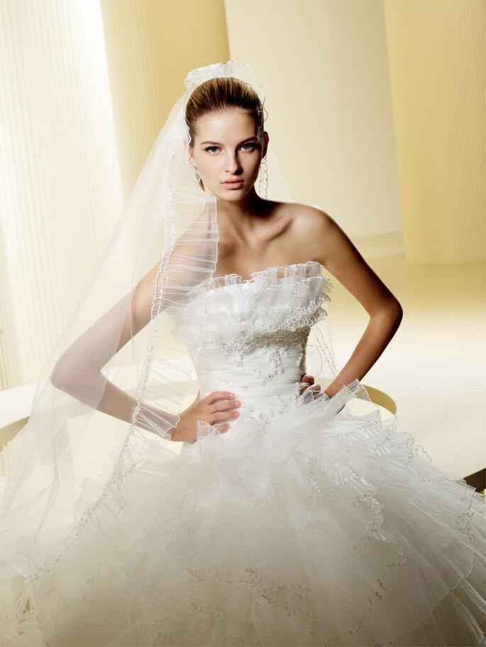 Un velo lungo per questo abito da sposa Felicia, foto: centrosposipompilio.it