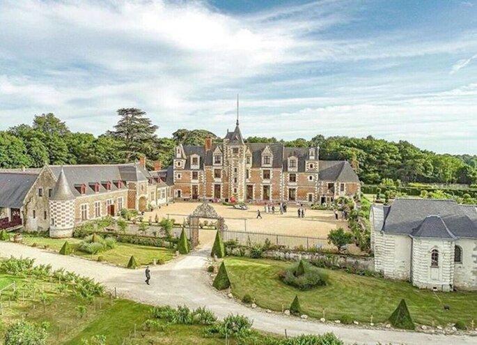 Le somptueux Château de Jallanges et sa cour intérieure