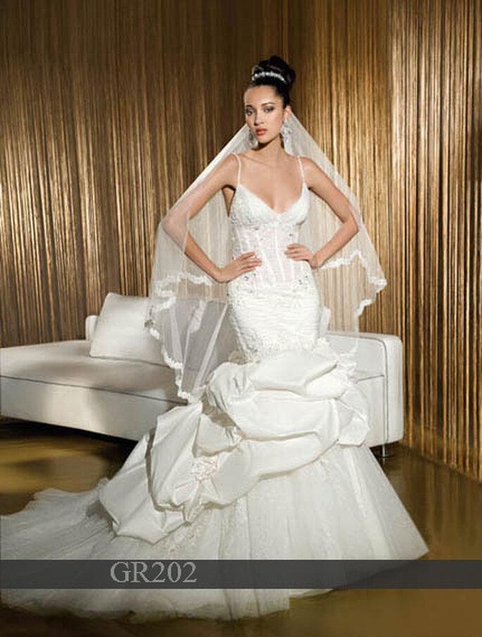 Robe de mariée Demetrios 2011 : Taffetas - Corset à lacets dans le dos