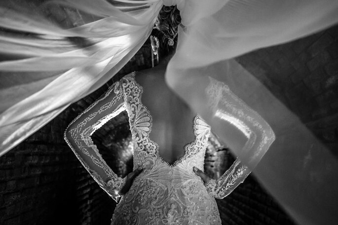 Detalhe nas costas vestido de noiva