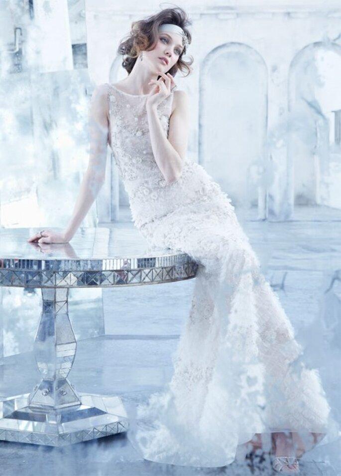 Vestid de novia 2013 con pedrería, silueta trompeta, confección con organza y escote ilusión - Foto Lazaro en JLM Couture