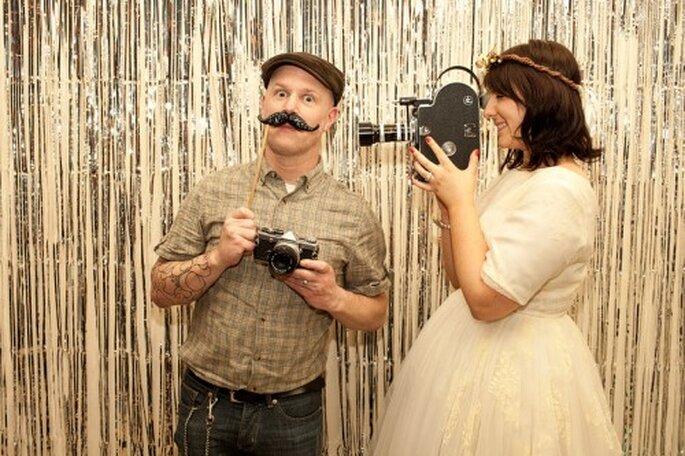 Mit Photobooth gestalten Gäste selbst ein lustiges Hochzeitsfoto – Foto: Steve Gerrard Photography & Joanna Brown Photography