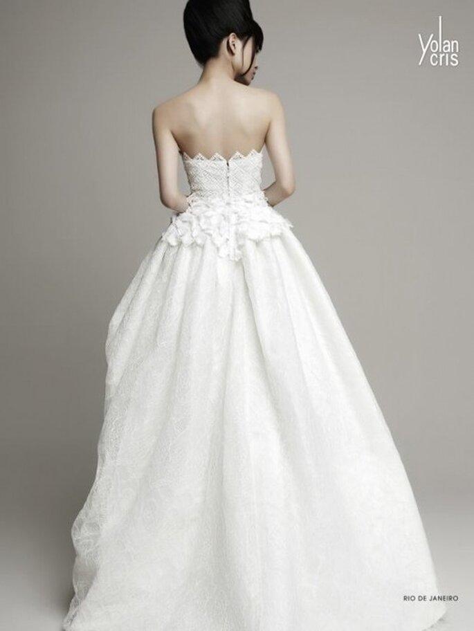 Vestido de novia 2014 para una novia moderna con escote strapless y falda voluminosa - Foto YolanCris