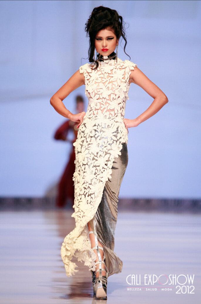 Soave abito da sposa aderente con motivi floreali di Jean Paul Gaultier 2013. Foto: Cali Exposhow 2012