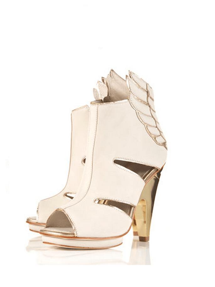 Schuhe, die beflügeln gibt es von Prada – Foto: Prada
