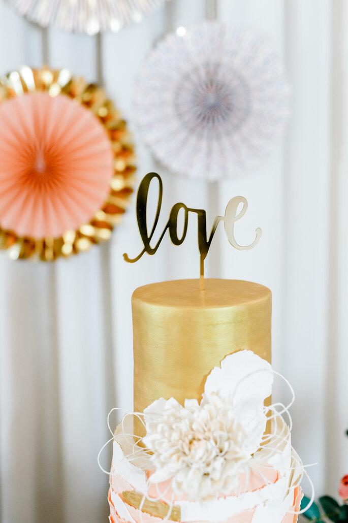 Hochzeitstorte mit Love Sign
