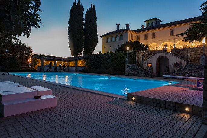 Matrimonio a bordo piscina a Castello degli Angeli