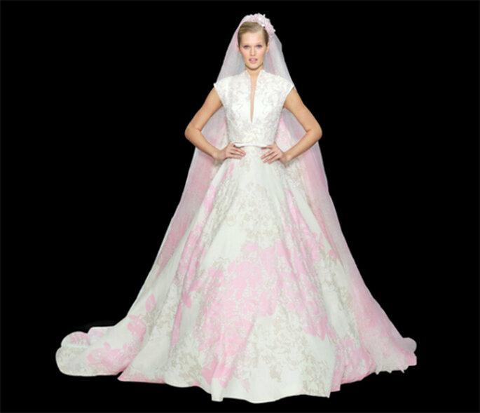 ba86fa2e8 guardar Vestido de novia con tonos rosas - Foto  ElieSaab.com