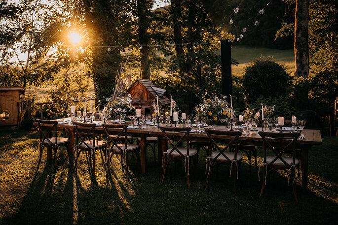 Hochzeitstrend Gartenhochzeit Tischdekoration Tafel im Garten
