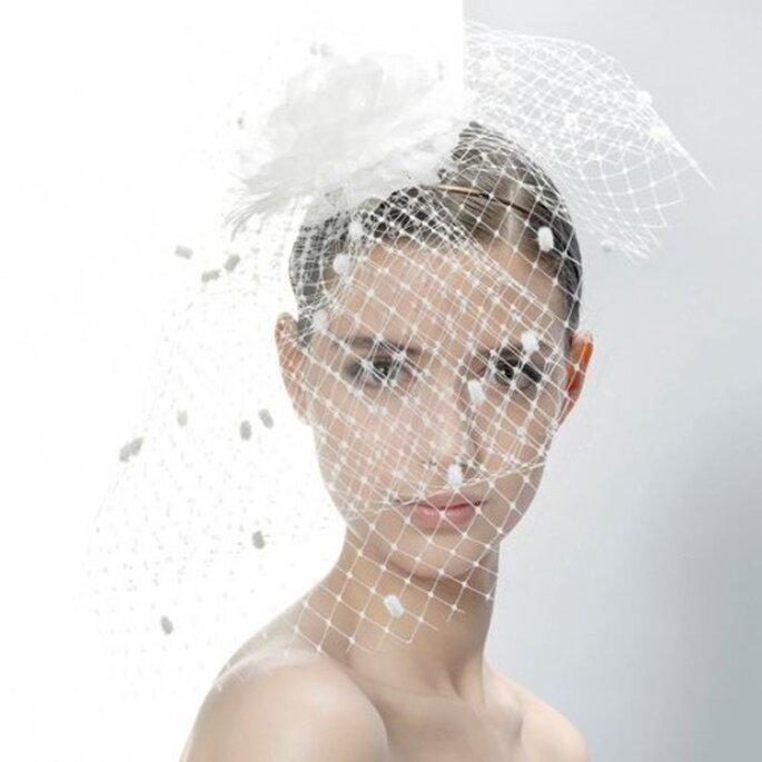 Tocado de novia en red y con flor - Foto Jesús Peiró