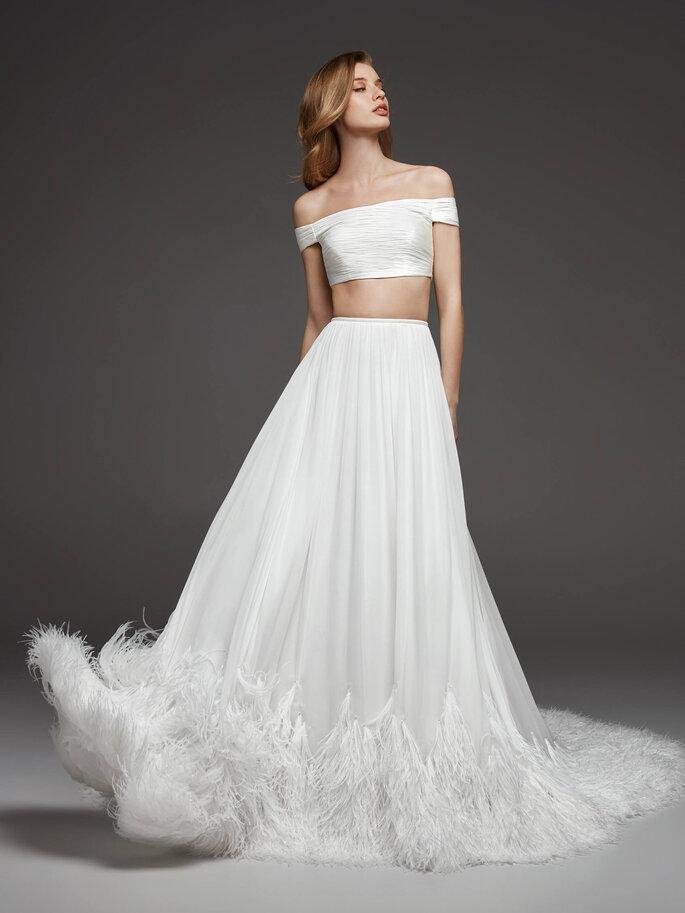 Vestido de novia dos piezas de top y falda con plumeti
