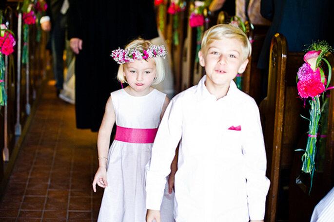 Blumenkinder, ebenfalls mit pinken Accessoires. - Foto: jonpride.com