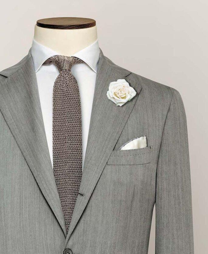 Anzug von Alferano mit Ansteckblume