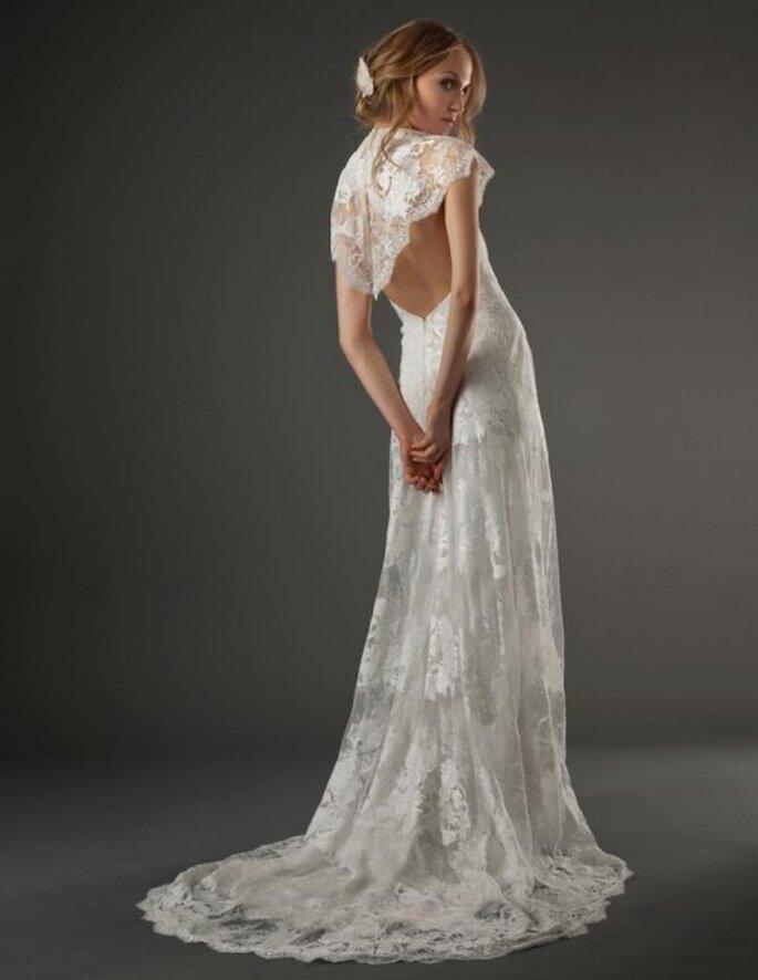 Vestido de novia romántico con transparencias, escote en la espalda y detalles estampados con estilo bohemio - Foto Elizabeth Fillmore