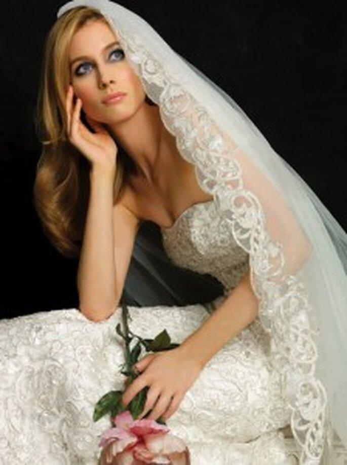 Novia con efecto ojos ahumados - www.bride.ca