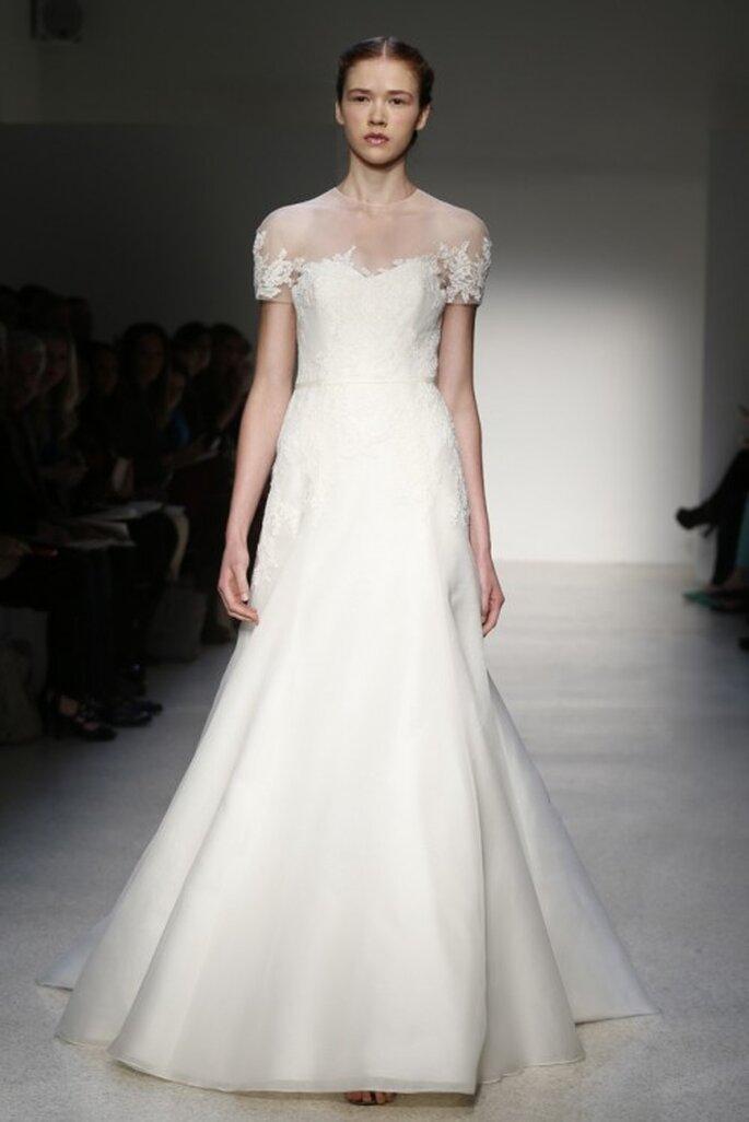 Vestido de novia clásico 2013 con escote ilusión y mangas cortas - Foto Christos