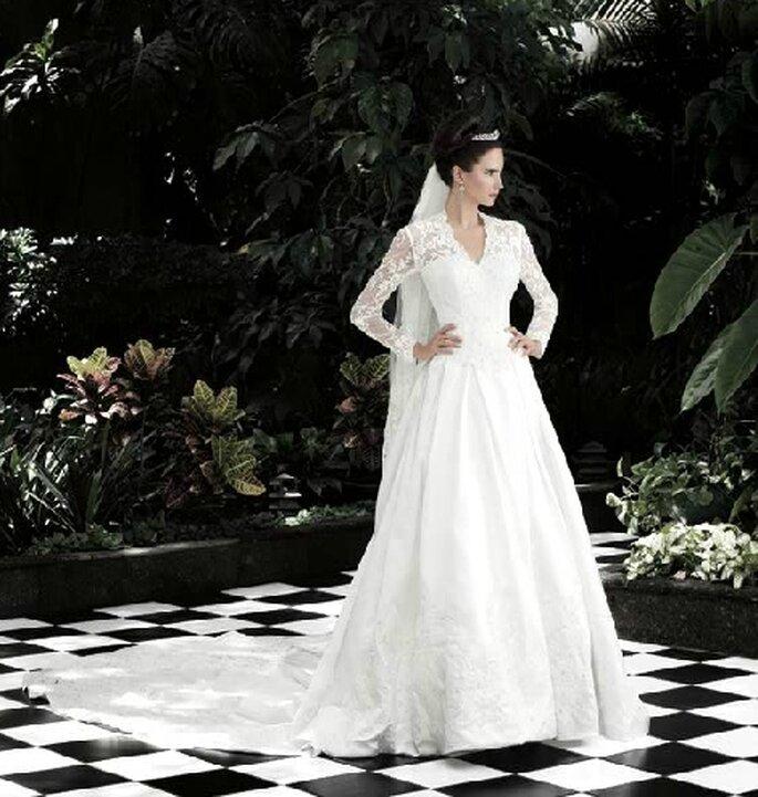 Vestido de novia con cauda larga. Inspirado en la princesa Catalina.  Bridenformal 2012