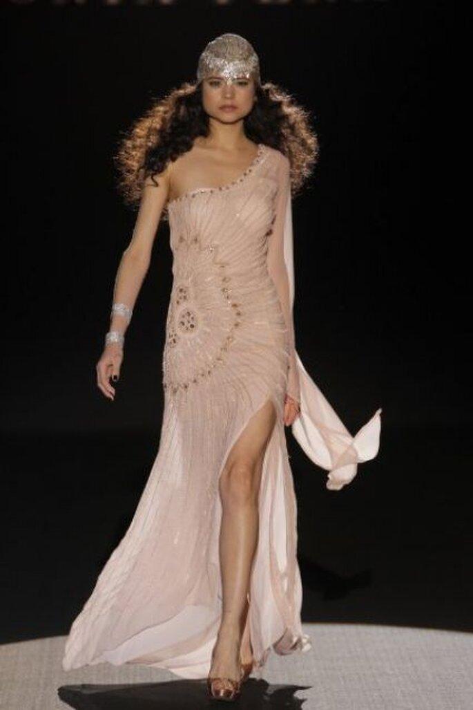 Vestido de fiesta rosa pálido con un solo hombro de Sonia Peña Colección Primavera 2015