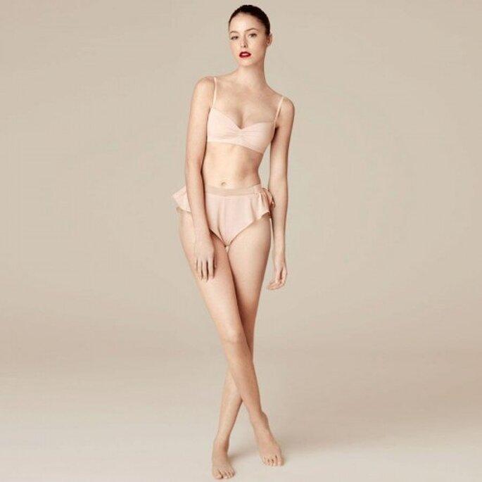 Conjunto de lencería con bra y culotte en color nude para tu mesa de regalos online para este San Valentín - Foto Oysho