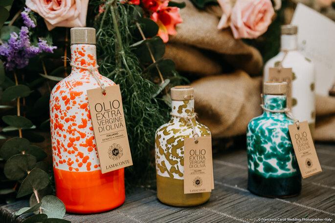 Lamaconte io ti olio, uno slogan geniale per un prodotto artigianale racchiuso in delicate bottiglie decorate a mano