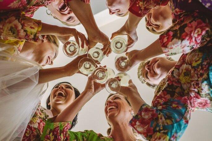 Apuesta por textiles ligeros y estampados de flores para ti y tus damas - Foto Dennis Berti Photography