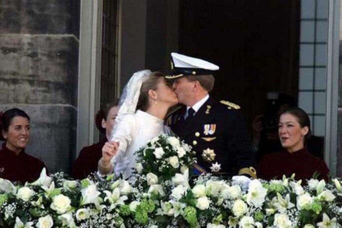 Beso de la boda real de Guillermo y Máxima de Holanda