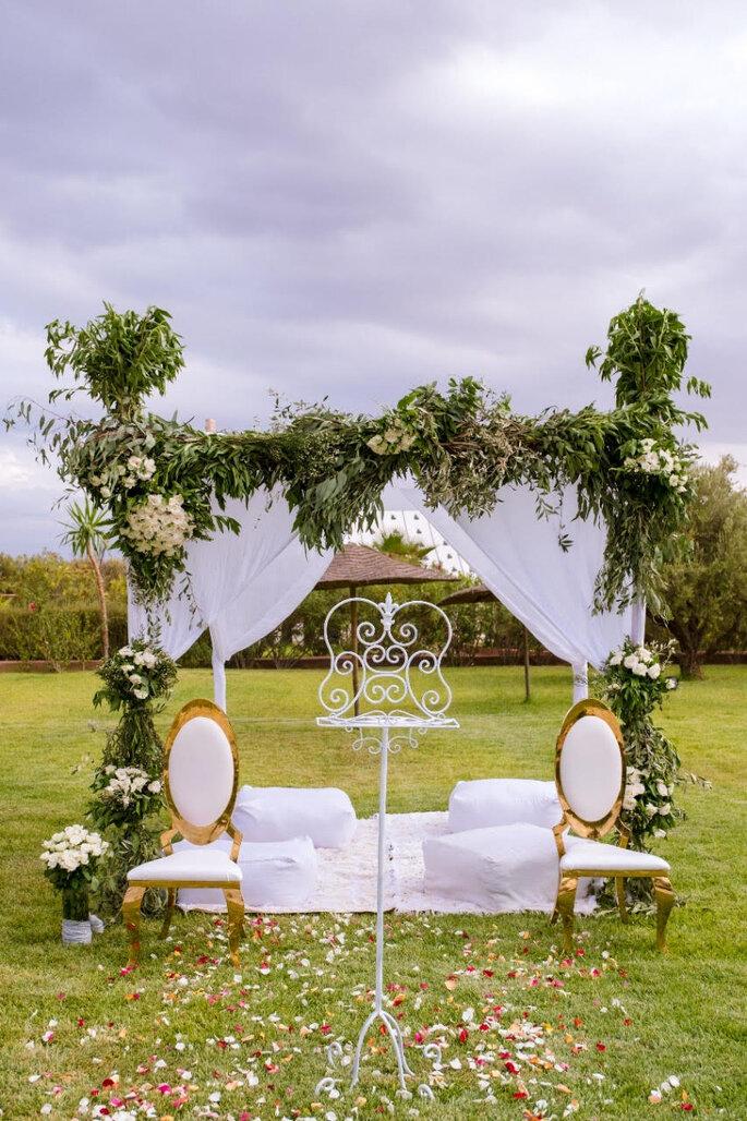 Mise en scène d'une cérémonie de mariage en plein air