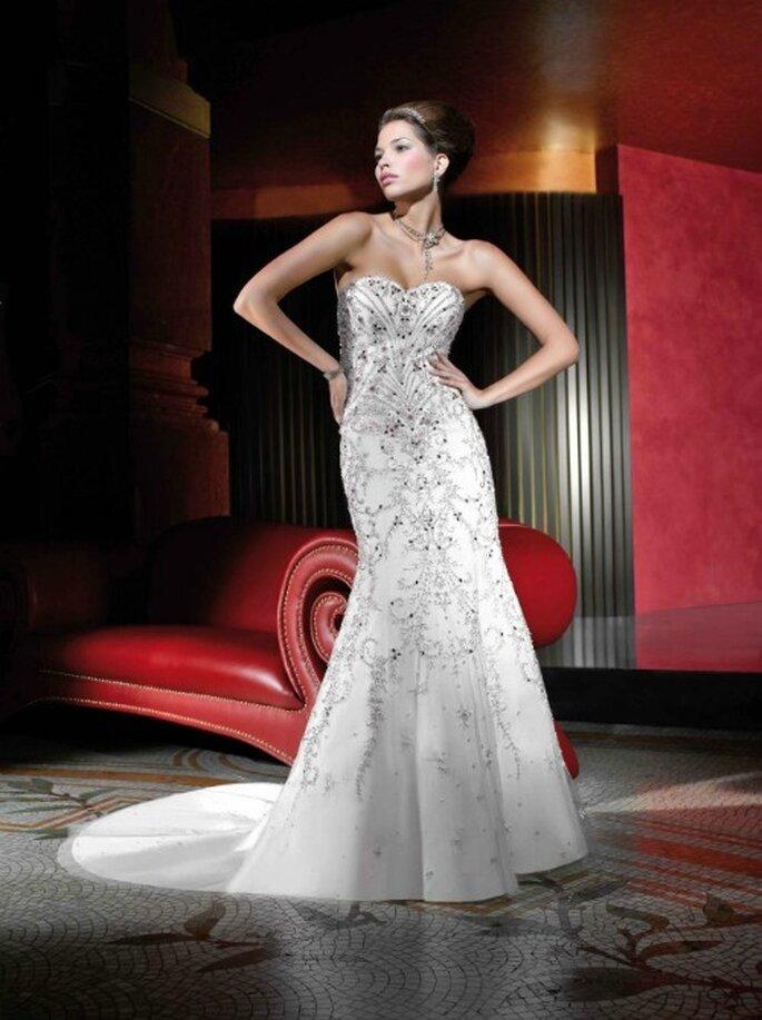 Un'esplosione di cristalli su questo abito stile sirena con scollo a cuore firmato Kelly Star.