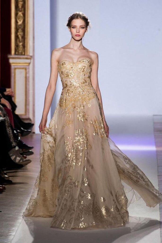 Vestidos de novia con adornos dorados