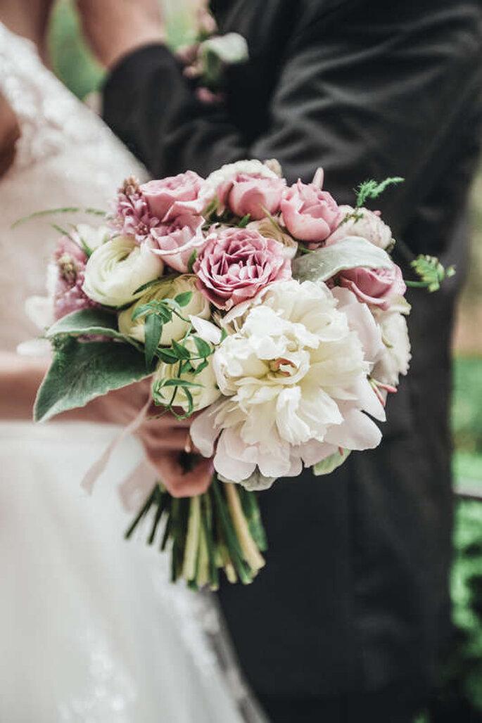 cómo combinar el vestido de novia con el ramo de flores en 5 pasos