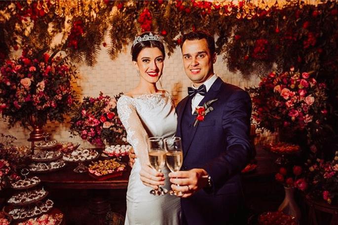 Um brinde aos noivos na Casa Orla
