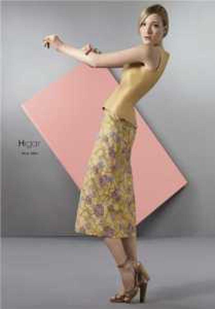 HigarNovias 2009 - Traje beige de dos piezas en satén, falda brocada, con chaqueta a juego