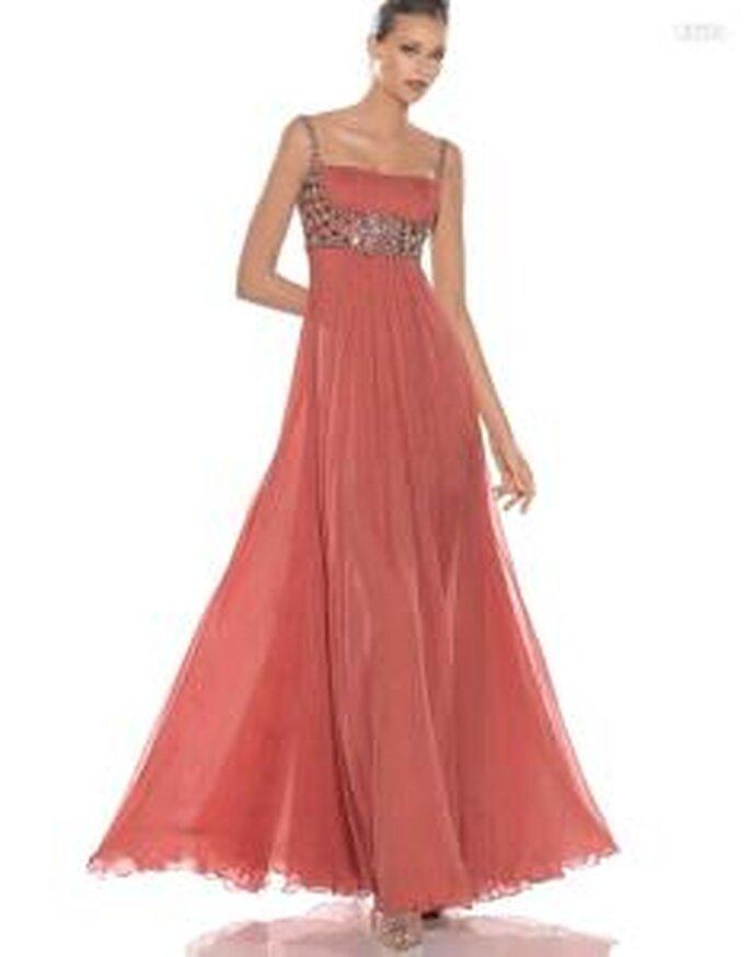 Pronovias Cóctel 2010 - Adelfa, vestido largo en seda de color melocotón, pedrería en talle y tirantes