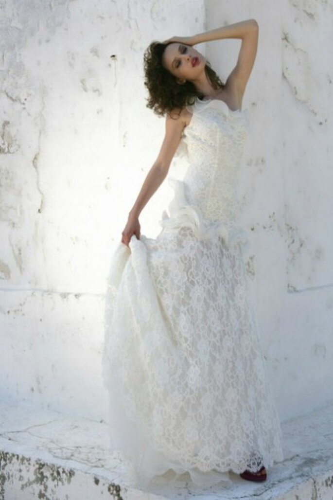 Abito con scollatura monospalla in pizzo lavorato - Mariella Burani per il 2012