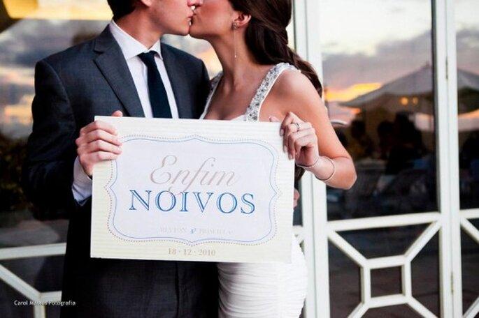 Finalmente sposi! Un tradizionale manifesto del tanto atteso momento. Foto: Carol Mattos