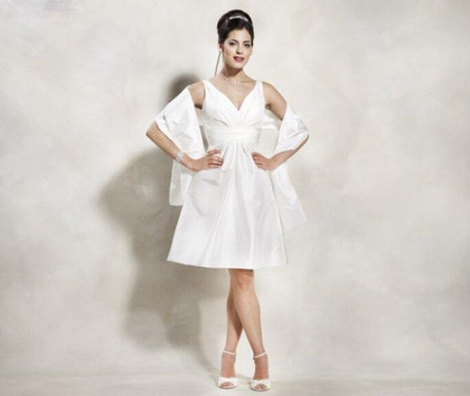 Kurze Brautkleider aus der Lilly Diamonds Kollektion.